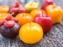 Zbliżenie na galanteryjnych aromat owoc świeczkach Obraz Royalty Free