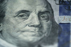 Zbliżenie portret Benjamin Franklin na nowych sto dolarowych rachunkach Obrazy Stock