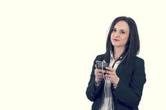 Zbliżenie portret cieszy się muzykę odizolowywający urocza młoda kobieta używać hełmofon, Obraz Stock