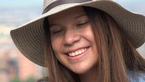 Zbliżenie uśmiechnięta nastoletnia dziewczyna Obrazy Stock