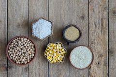 Zboża, adra, fasole i ziarna, Bezpłatny pojęcie zdrowa żywność Odgórny widok kosmos kopii zdjęcie royalty free
