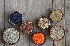 Zboża, adra, fasole i ziarna, Bezpłatny pojęcie zdrowa żywność Odgórny widok kosmos kopii zdjęcie stock