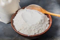 Zboże mąka w pucharze fotografia stock