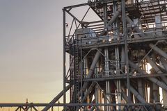 Zbożowe składowe budowy na zmierzchu przemysłowe tło Zdjęcia Royalty Free