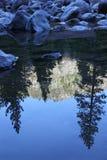 zbocza góry odbicia strumień Zdjęcia Royalty Free