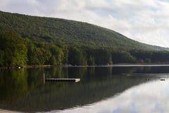 Zbocze góry jeziora widok Fotografia Royalty Free