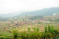 Zbocze góry wioska Zdjęcia Royalty Free