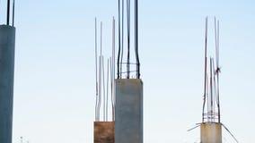 Zbrojone betonowe struktury na zaniechanym budynku centrum handlowe zbiory wideo