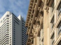 zbudować historyczny kamień nowoczesnego urzędu Zdjęcia Stock