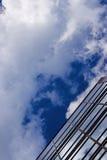 zbudować korporacyjny rosnącej niebo Obrazy Royalty Free