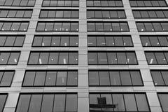 zbudować nowoczesnego urzędu budynek architektury szczegółowo nowoczesnego czarny white Zdjęcia Royalty Free