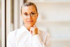 Zdecydowany starszy bizneswoman obrazy stock