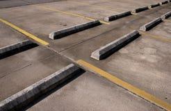 zderzaka pusty parking konkretnych partii zdjęcia stock
