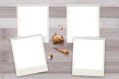 Zdjęcie szablony układali na nieociosanym drewnianym tle z seashells wokoło Obrazy Royalty Free