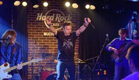 Zdob siZdub musikband i Hard Rock Cafe Royaltyfri Bild