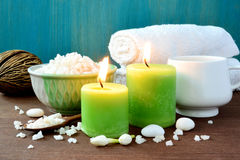 Zdrój świeczek, ręcznikowej i kąpielowej sól ustalona, Zdjęcie Stock