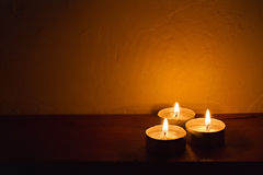 Zdrój świeczki romantyczny tło Zdjęcia Stock