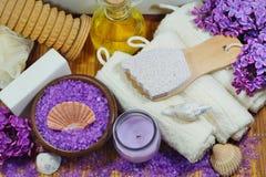 ZDRÓJ - Aromatyczna morze sól, czujący mydło, perfumowe świeczki, masaży akcesoria dla i olej, masażu i skąpania i Zdjęcia Royalty Free