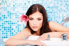 zdrój centrum relaksująca kobieta Zdjęcia Royalty Free