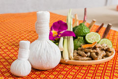 Zdrój i masaż rzecz na pomarańczowym stylu matujemy Fotografia Stock