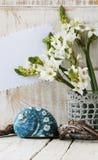 Zdrój ustawiający z ręcznikowymi świeczkami i kwitnie skorupy Zdjęcia Royalty Free