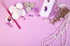 Zdroju pojęcie Aromatyczne świeczki, mydlany piękno i zdroju kosmetyk, fotografia stock