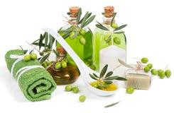 Zdroju skład z zielonej oliwki produktami Fotografia Stock