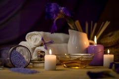 Zdroju Wciąż życie Z morze soli pętaczką I kwiatem, świeczki, ręcznik Obrazy Stock