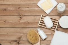 Zdroju zestaw Odgórny widok Szampon, mydło bar I ciecz, Prysznic gel Aro Fotografia Royalty Free