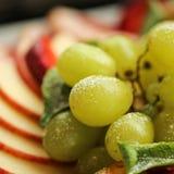 zdrowa żywność Zamyka w górę karmowego wizerunku asortowane owoc Makro- fotografia winogrona fotografia royalty free