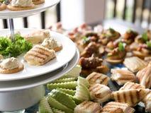 Zdrowa chlebowa sałatkowa kanapka dla śniadania Zdjęcie Royalty Free