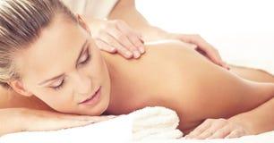 Zdrowa i Piękna kobieta w zdroju Odtwarzanie, energia, zdrowie, masaż i gojenie, zdjęcia stock
