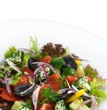 Zdrowa jarska grecka sałatka z pomidorami Fotografia Royalty Free
