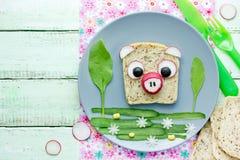 Zdrowa kanapka dla dzieciak kształtnej świni Zdjęcie Royalty Free