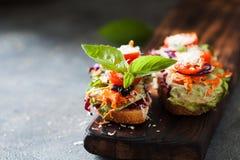 Zdrowa kanapka robić świeży ciabbata z świeżym weganinu ingre Zdjęcie Stock