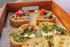Zdrowa kanapka robić świeży ciabbata z wiosny cebulą, moz Zdjęcie Royalty Free