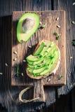 Zdrowa kanapka z avocadoa i słonecznikowymi ziarnami Obrazy Royalty Free