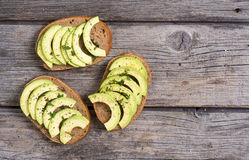 Zdrowa kanapka z chlebem i avocado Zdjęcia Royalty Free