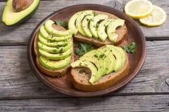Zdrowa kanapka z chlebem i avocado Obrazy Stock