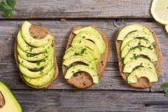 Zdrowa kanapka z chlebem i avocado Obraz Royalty Free