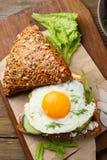 Zdrowa kanapka z jajkami i warzywami Fotografia Stock