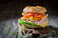 Zdrowa kanapka z pomidorami, serem i baleronem, Obraz Royalty Free