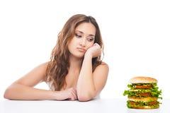Zdrowa kobieta odrzuca szybkie żarcie odizolowywającego Fotografia Stock