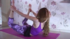 Zdrowa kobieta robi sedno ćwiczeniom zbiory wideo