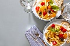 Zdrowa lata światła makaronu sałatka z świeżym Obraz Royalty Free