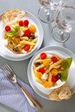 Zdrowa lata światła makaronu sałatka z świeżym Zdjęcia Royalty Free