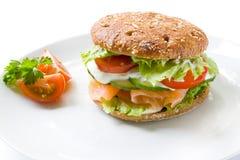 zdrowa łososiowa kanapka Zdjęcia Royalty Free
