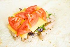 Zdrowa przekąska, sprawność fizyczna lunch Gotujący zawijającego kanapek gyros †' zdjęcia stock