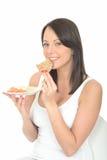 Zdrowa Szczęśliwa Naturalna Atrakcyjna młoda kobieta Je talerza norwegu stylu śniadanie Zdjęcie Stock