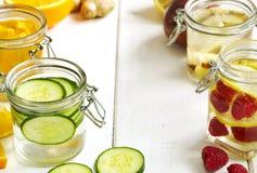 Zdrowa zdrój woda z owoc i warzywo Zdjęcie Royalty Free